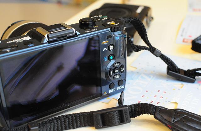 ガンダムデカールでデコった痛カメラ