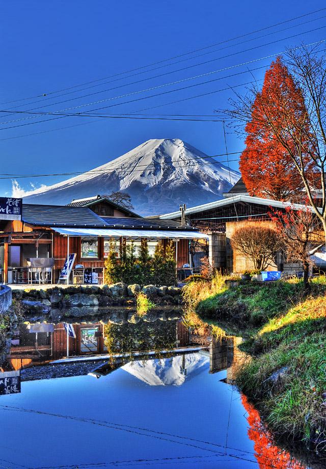HDR - 忍野八海で逆さ富士